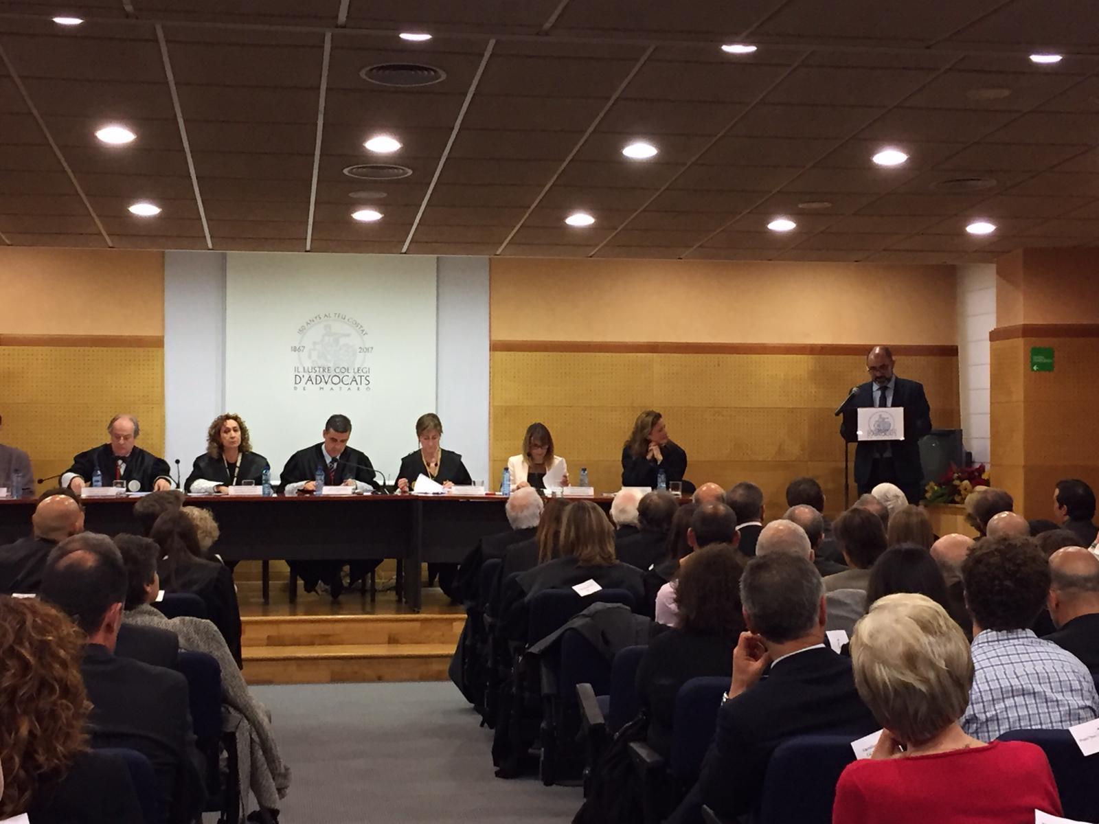 Passat, present i futur de l'advocacia